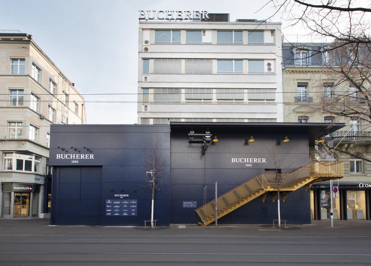 Bucherergebäude in der Einkleidung des Umbaus