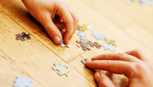 Puzzle-Teile suchen (Quelle: Fotolia)