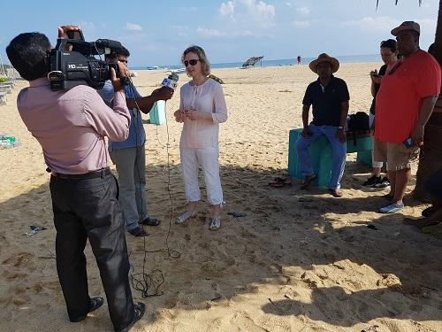 Stephanie Neumann gibt dem Landesfernsehen ein Interview
