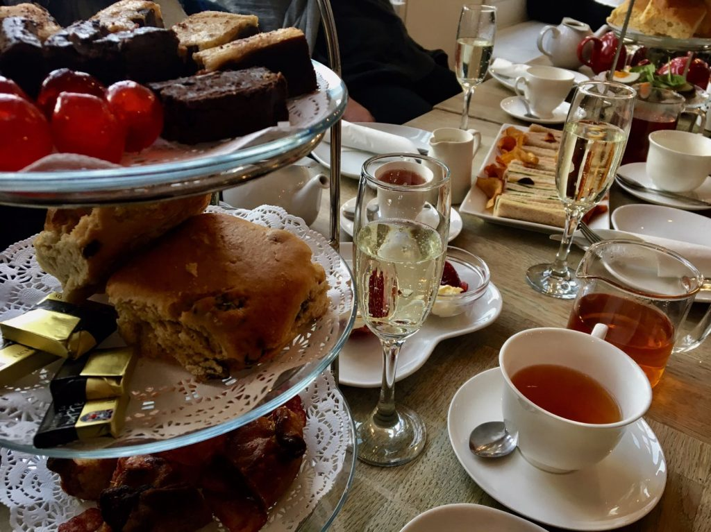 Afternoon tea with scones, tea, sparkling wine and chocholates.