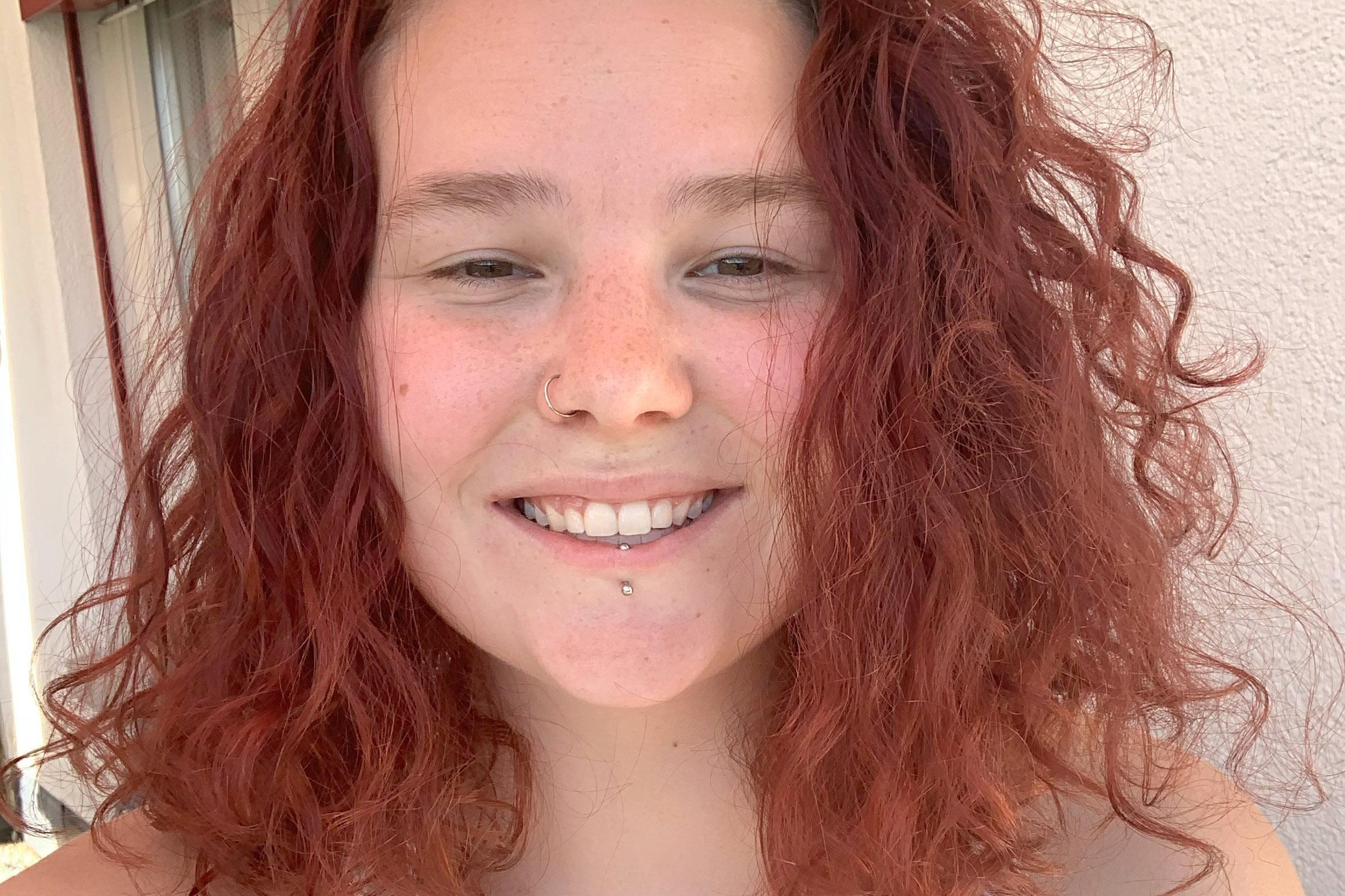 Selfie der lachenden Studentin Muriel Martin