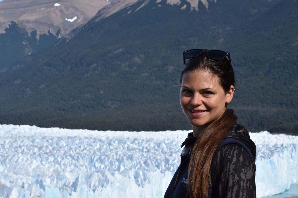 Nicole Reis vor dem Perito Moreno Gletscher.