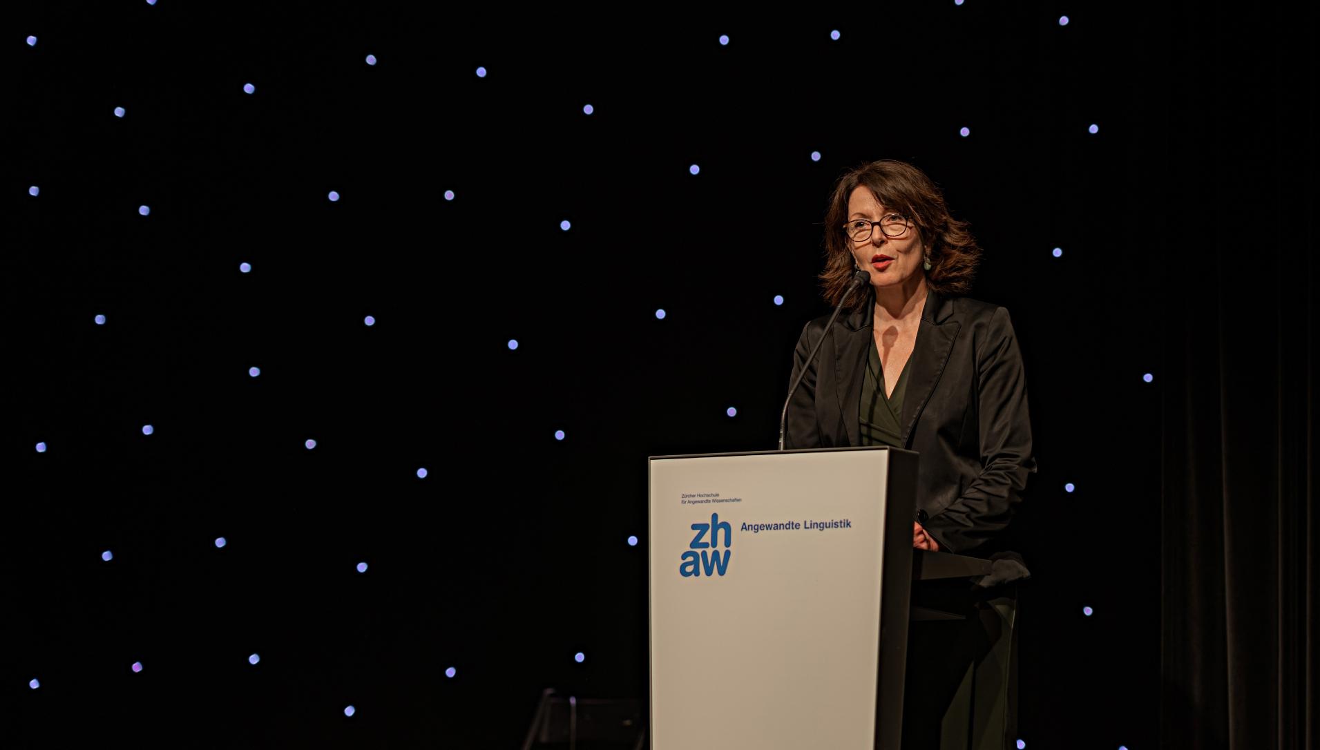 Claudia Sedioli CAS Leadership ZHAW als Eventmoderatorin