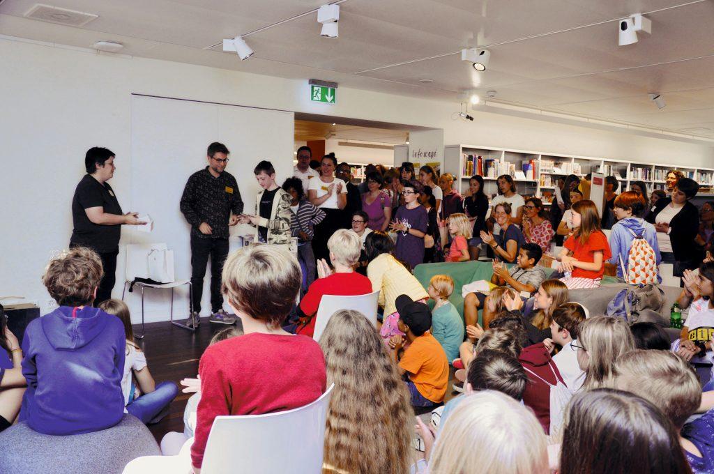 Mit einer «Lebendigen Bibliothek» agiere Simon Zimmermann als Brückenbauer
