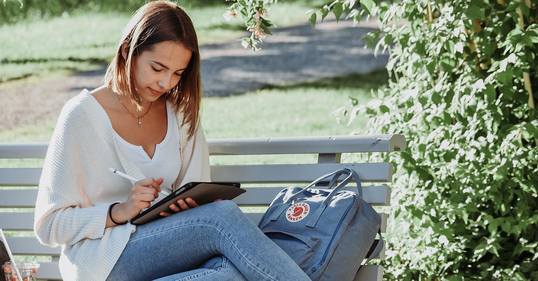 Juliana studiert im Bachelorstudiengang Sprachliche Integration.