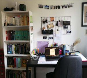 Olivias Schreibtisch, von dem sie die Vorlesungen in Wien verfolgt.