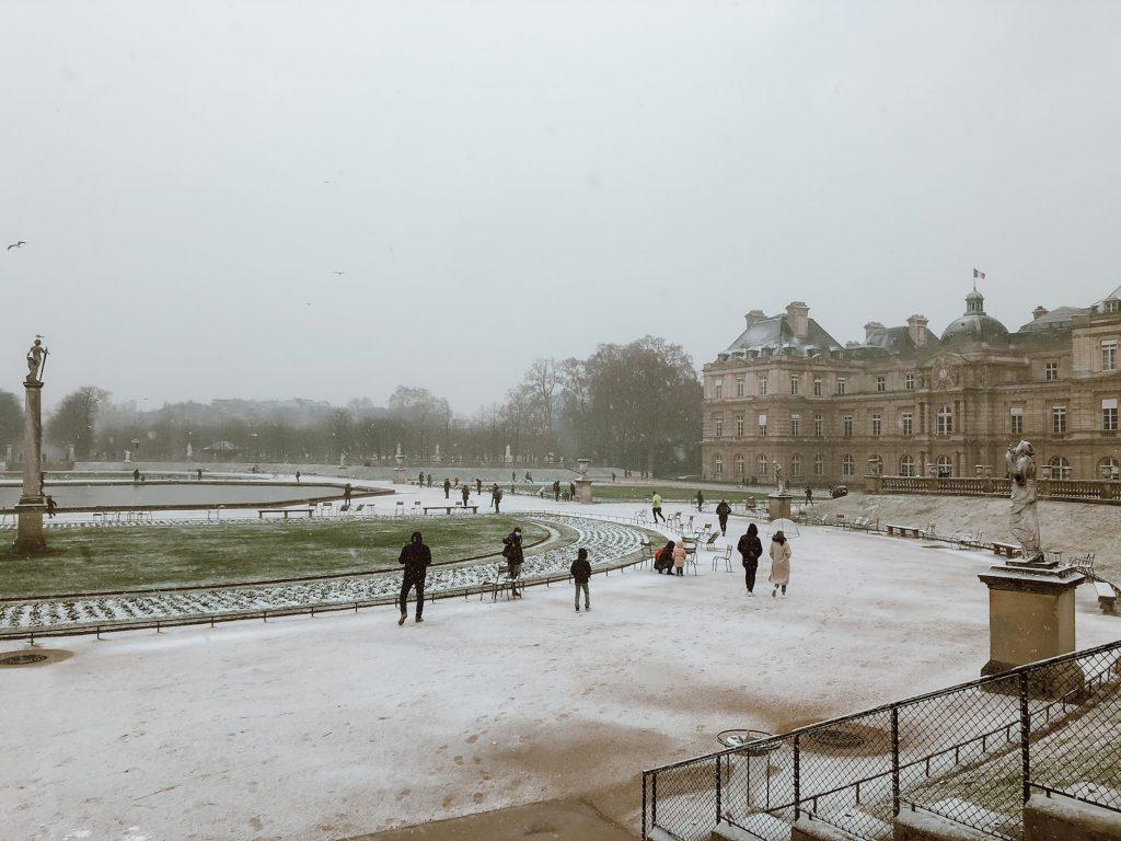 Neige au Jardin du Luxembourg.