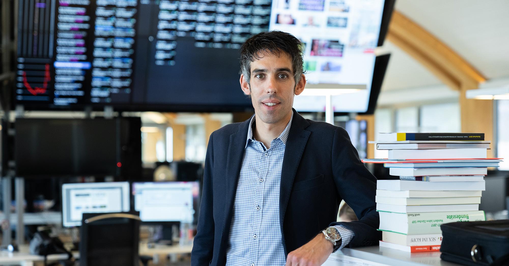Sandro Spaeth im Newsroom der 20min Redaktion.