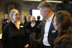 3  Maren Runte im Gespräch mit einem Vertreter der Energiewirtschaft