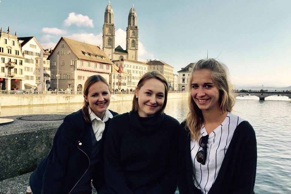 austauschstudentin-alex-schuerz-und-freundinnen