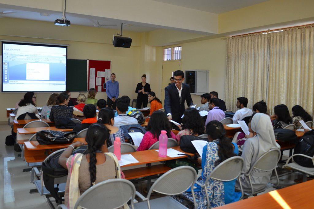 Klassenzimmer an der Christ University in Bangalore, Indien.