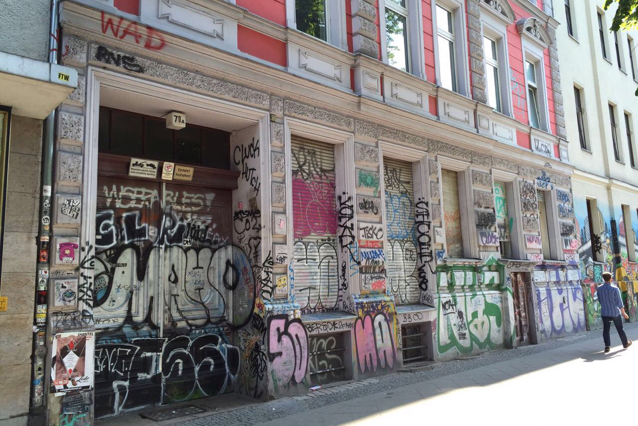 Versprayte Hauswand in Berlin