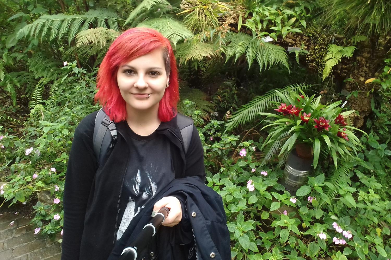 Porträt der Austauschstudierenden Sandra Weltz im Botanischen Garten in Zürich