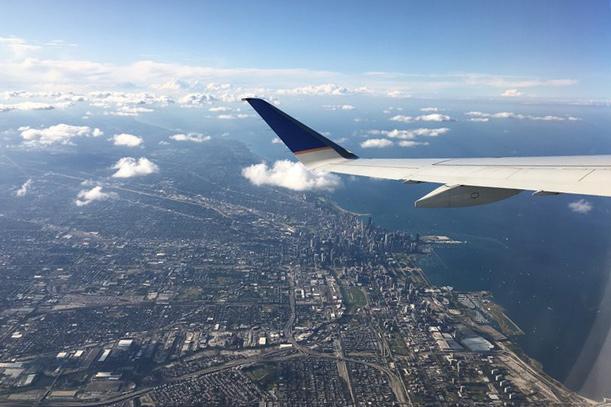 Sicht aus der Luft auf die amerikanische Stadt Dayton in Ohio.