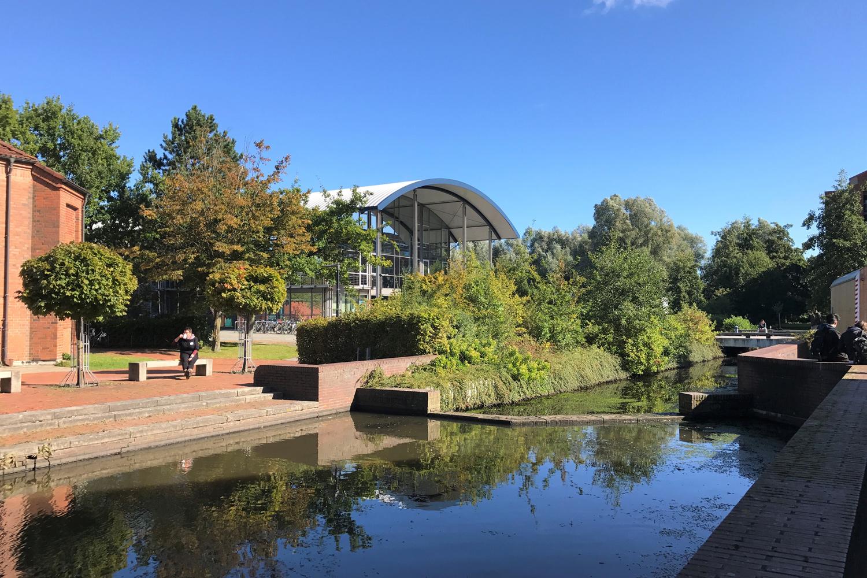 Aussenansicht des Campus der Hochschule Emden/Leer